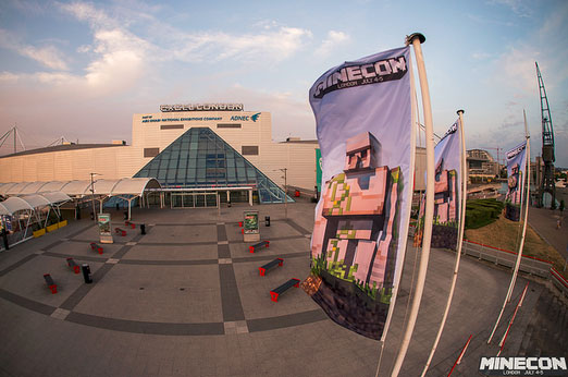 Minecon-2015-Minecraft-Golem-Flag-Gearcraft