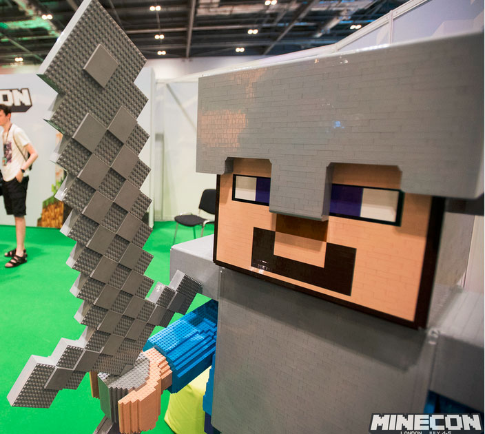 Minecon-2015-Minecraft-armor-sword-Gearcraft