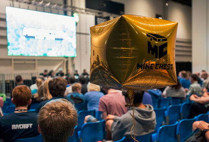 Minecon-2015-Minecraft-gold-balloon-Gearcraft