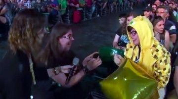 Man proposes to his ocelot girlfriend at Minecon 2015